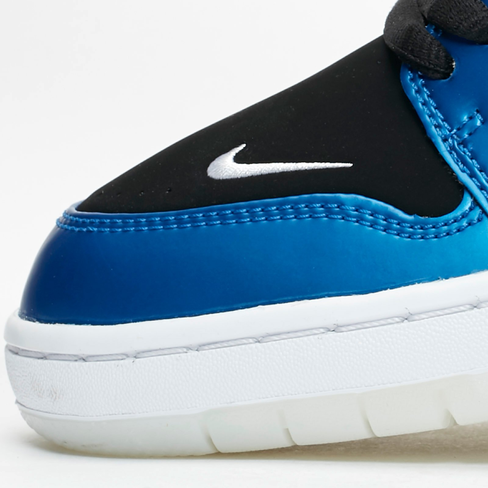 15b1bf6c150c Nike SB Air Force Low II QS - Av3800-440 - Sneakersnstuff