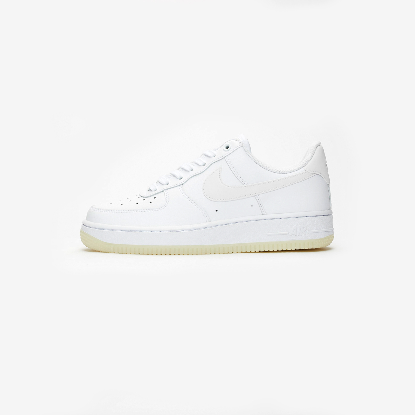 super popular 61f34 73a16 Nike Wmns Air Force 1  07 Essential - Ao2132-101 - Sneakersnstuff    sneakers   streetwear online since 1999