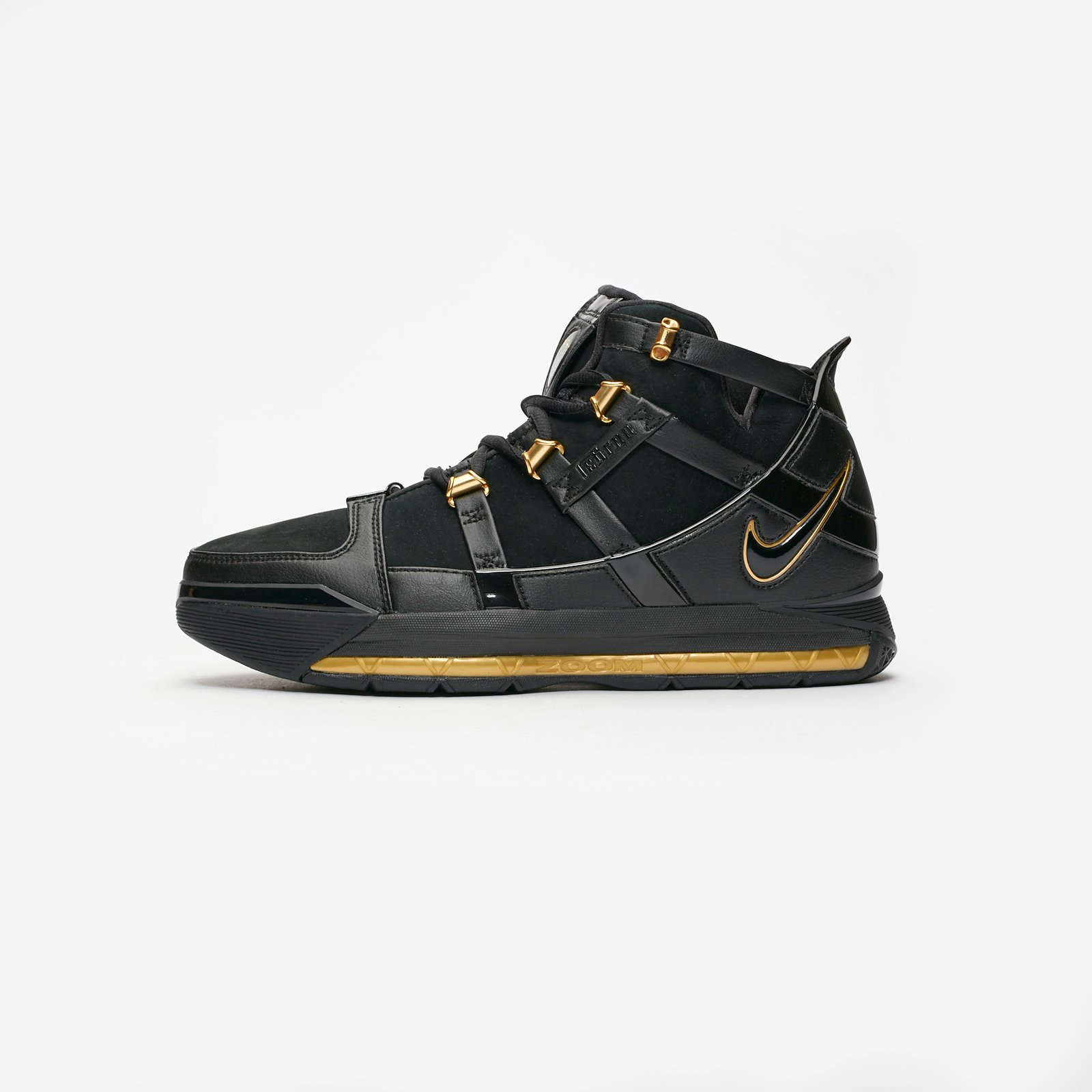 b096435f2a2 Nike Basketball Zoom LeBron III QS Nike Basketball Zoom LeBron III QS ...