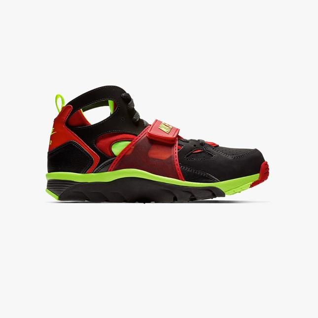 timeless design ab160 aaa39 Nike Sportswear Air Trainer Huarache