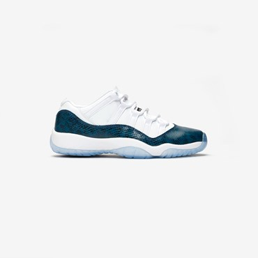 huge selection of 1ca8a 72c37 Air Jordan 11 Retro Low LE (GS)