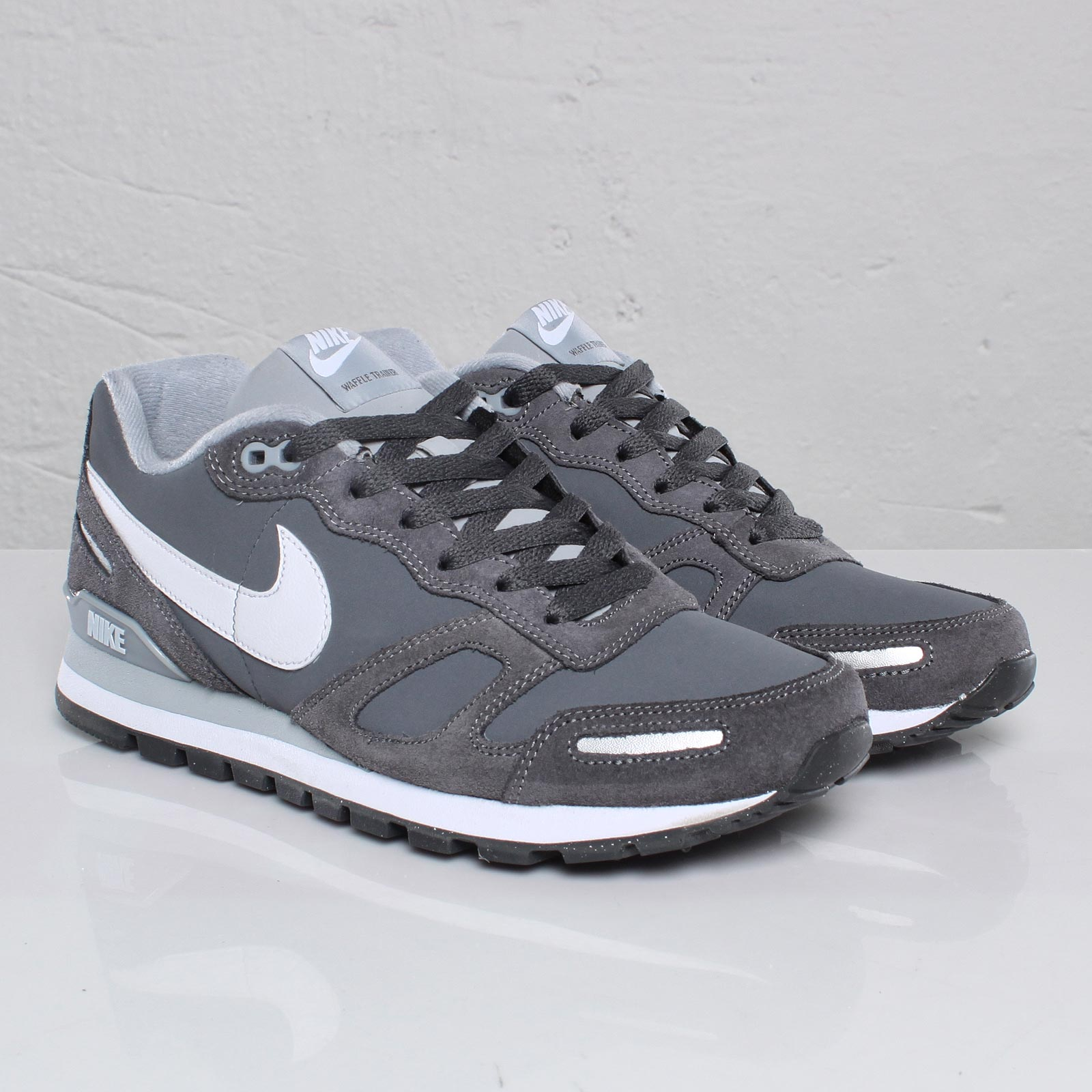 new styles 3cd5a bffac Nike Air Waffle Trainer Leather
