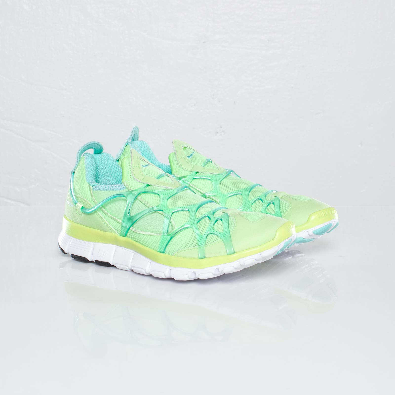 Nike Wmns Kukini Free - 110305 - Sneakersnstuff  2f744e59e