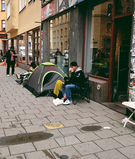 Lining up outside Sneakersnstuff