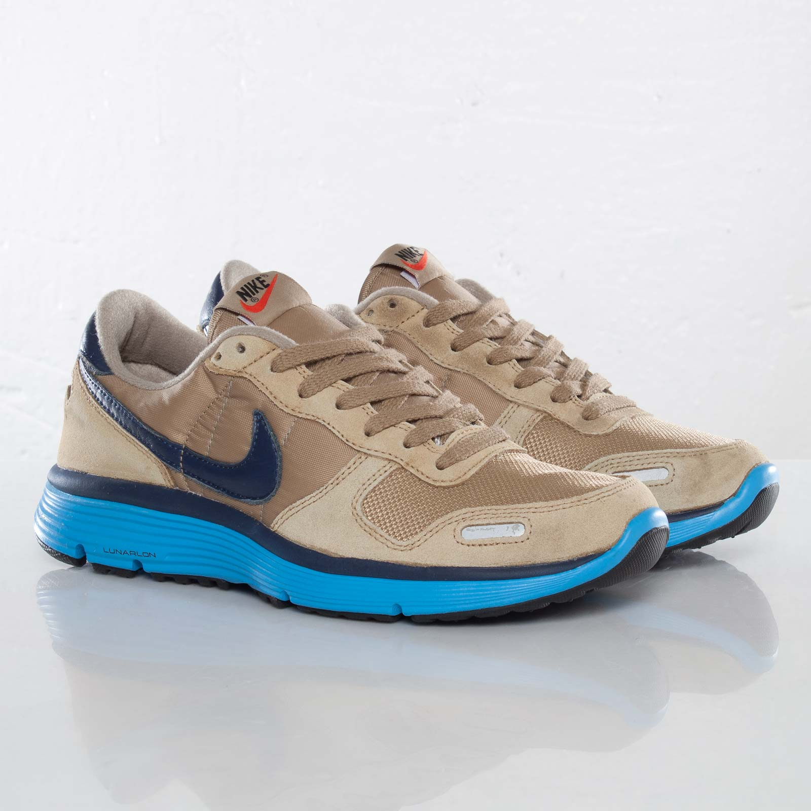 rodar Lago taupo Alergia  Nike Vortex Vintage Lunar (+) NRG - 559710-240 - Sneakersnstuff | sneakers  & streetwear online since 1999