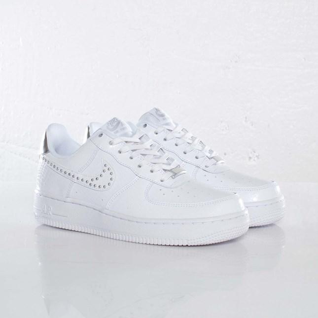 Nike Wmns Air Force 1 ´07 LE QS