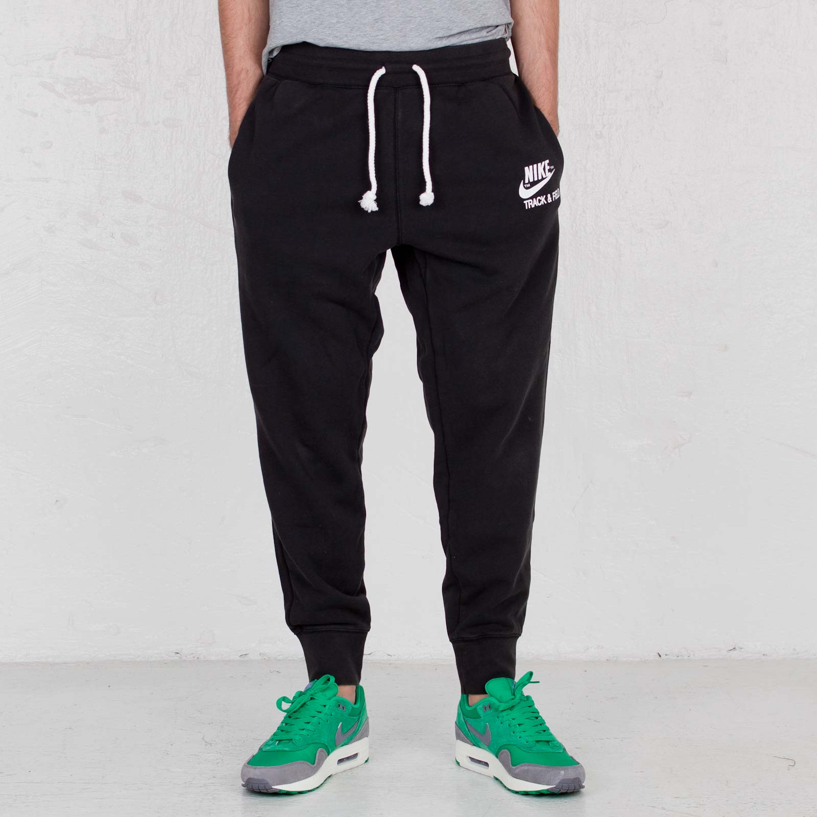 cheap for discount c21b9 e3473 Nike Track   Field G2 Graphic Sweatpants