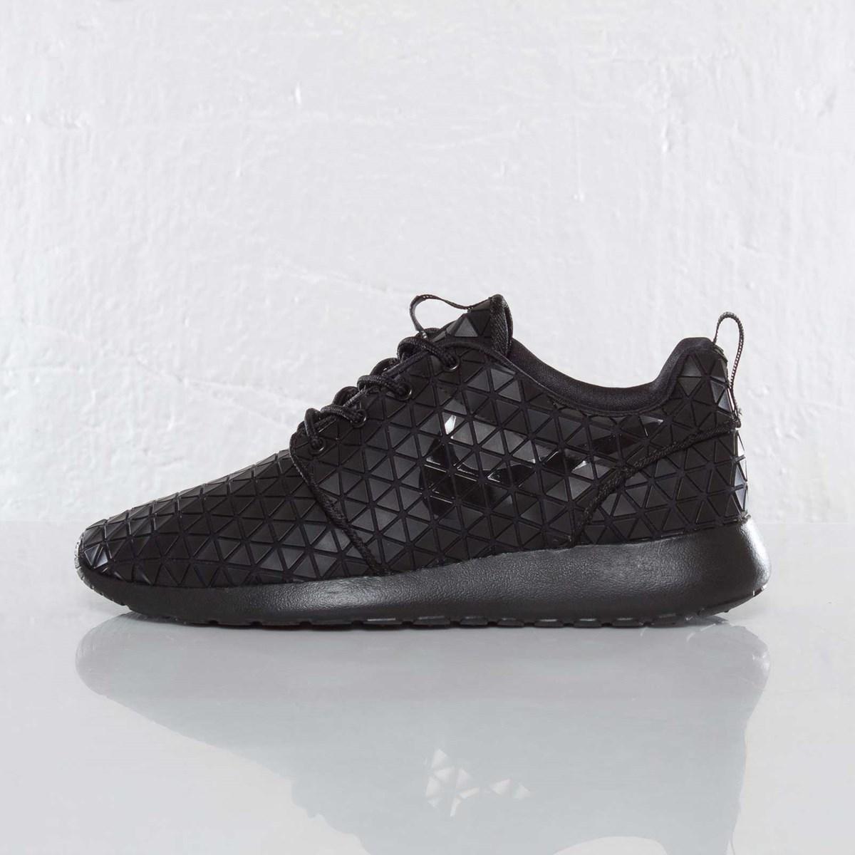 4f80c1b6b61c3 Nike Wmns Roshe Run Metric QS - 607284-001 - Sneakersnstuff I Sneakers    Streetwear online seit 1999