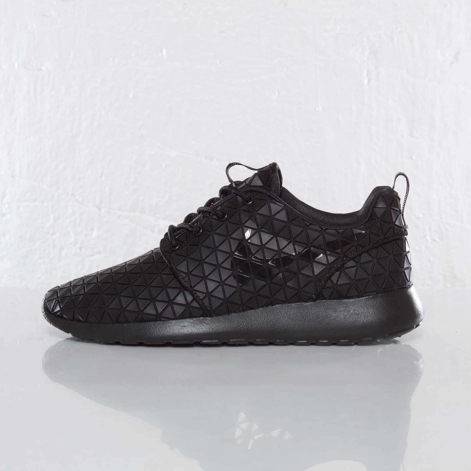d5af55e70aff7 Nike Wmns Roshe Run Metric QS - 607284-001 - Sneakersnstuff ...