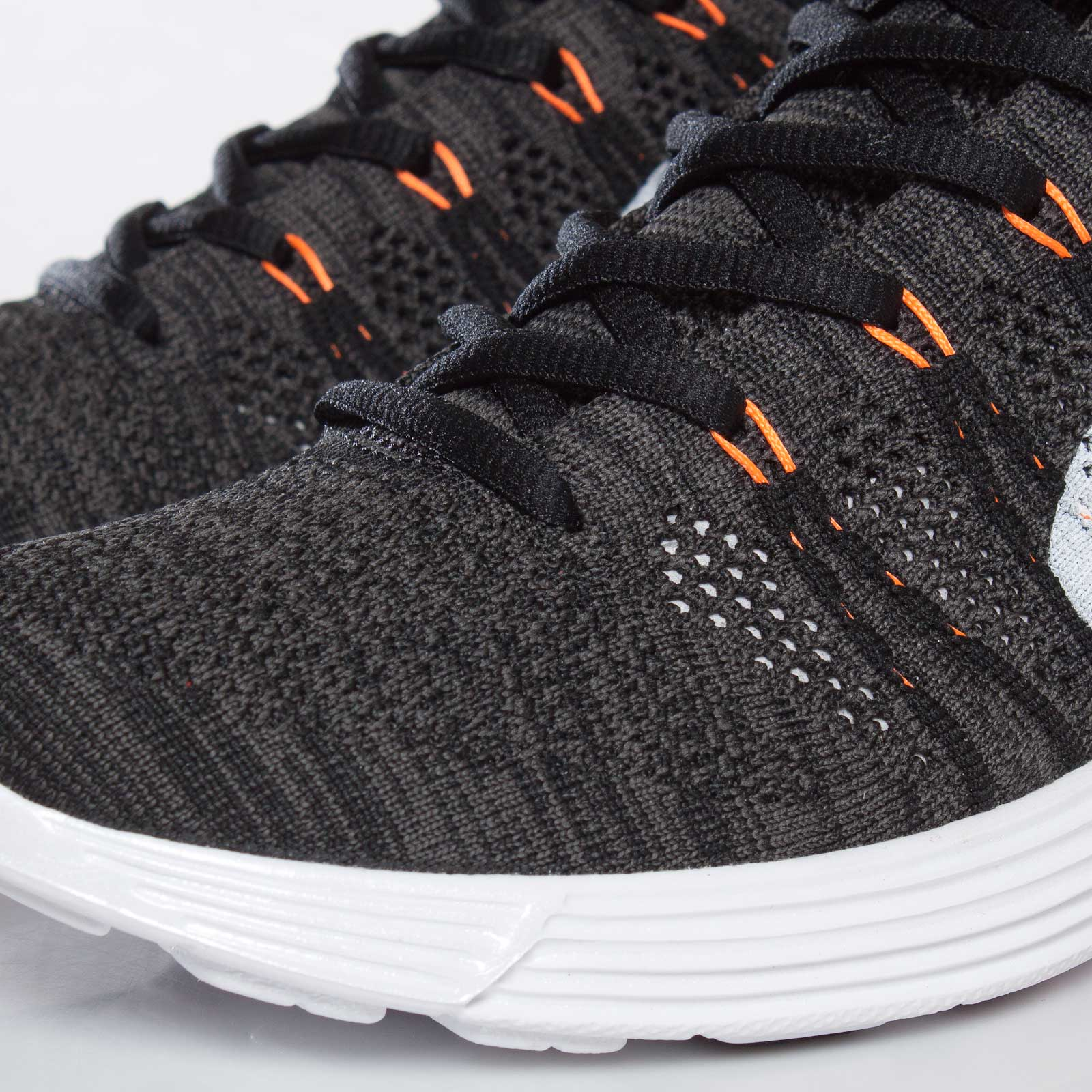 31b2c1feaf355e Nike Lunar Flyknit Chukka - 554969-081 - Sneakersnstuff