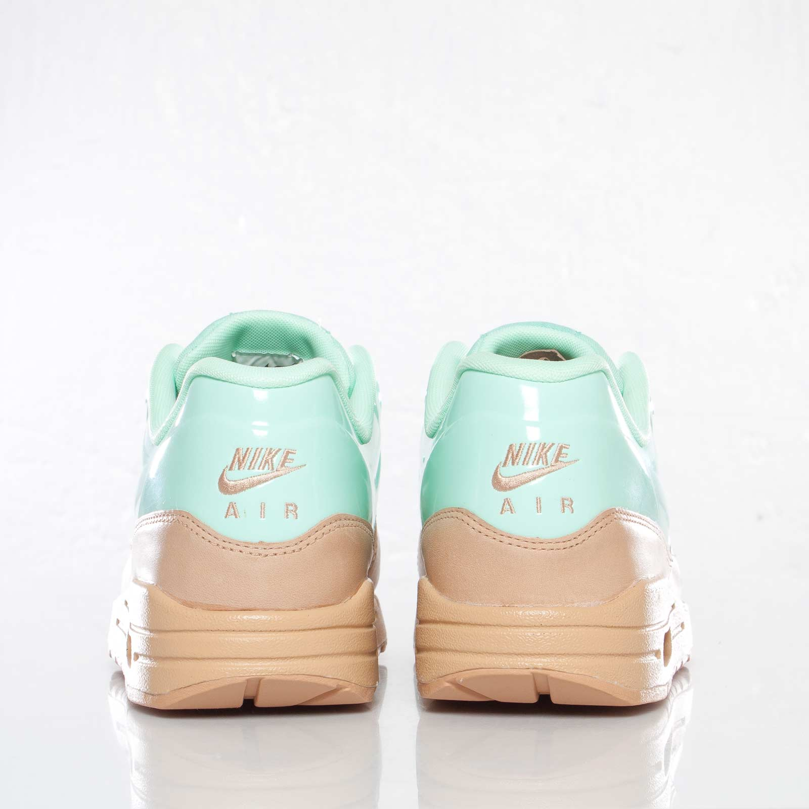 Nike Wmns Air Max 1 VT QS 615868 201 Sneakersnstuff