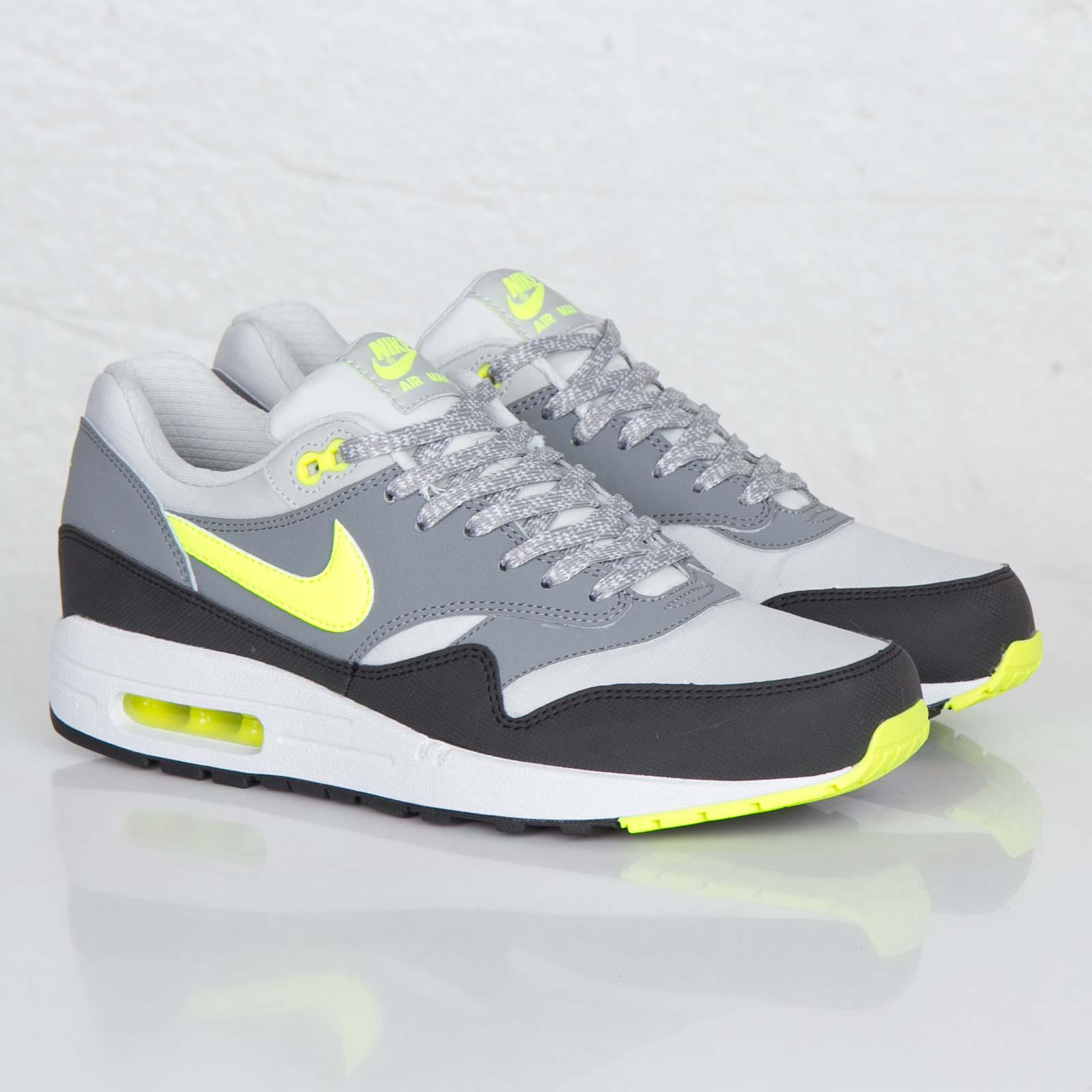 87fe292a1ca0 Nike Air Max 1 Essential - 537383-070 - Sneakersnstuff