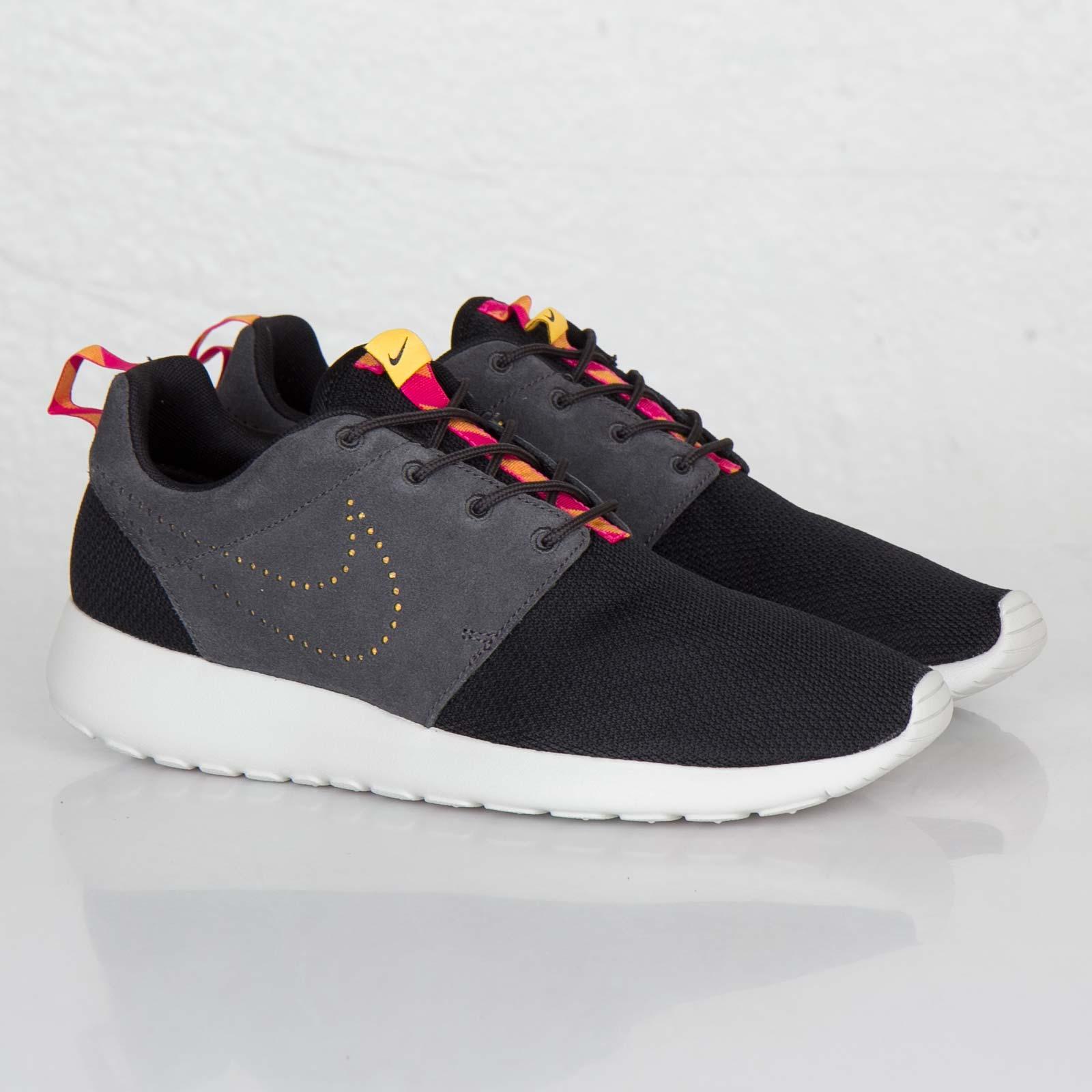 timeless design 1f878 5b81b Nike Roshe Run - 511881-012 - Sneakersnstuff  sneakers  stre