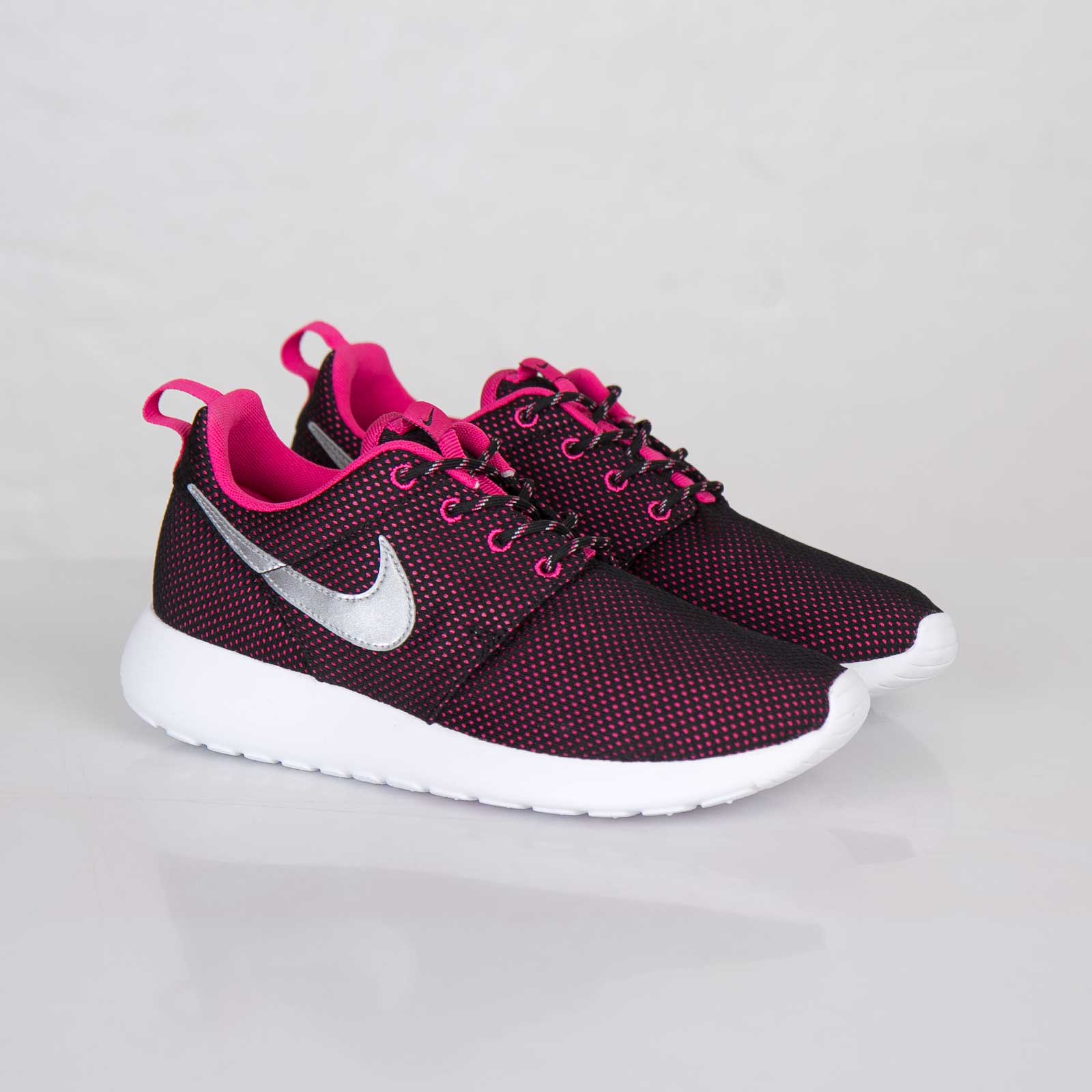 Nike Roshe Run (GS) 599729 002 Sneakersnstuff | sneakers