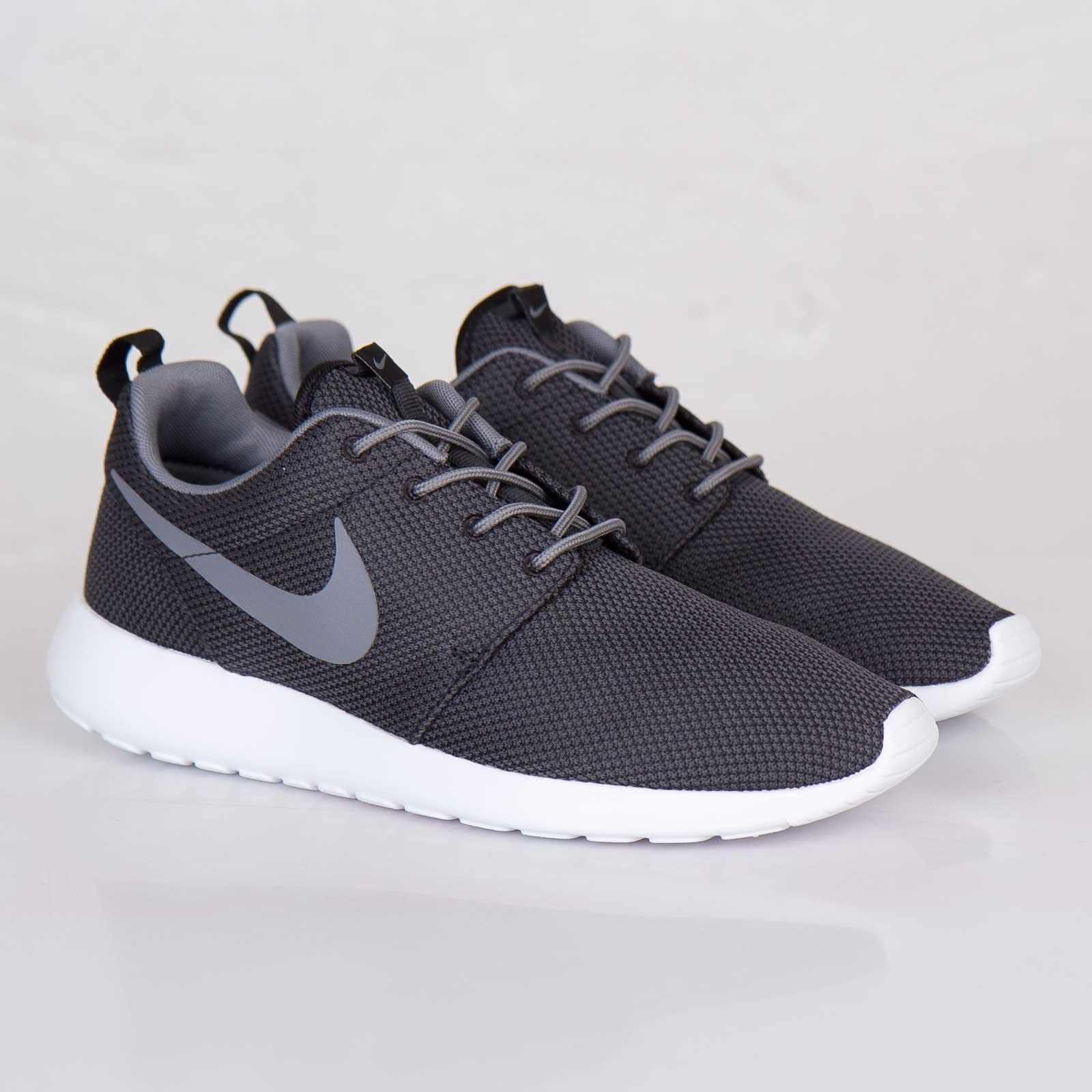 buy online 2bef9 35a3c Nike Roshe Run - 511881-011 - Sneakersnstuff   sneakers   streetwear ...