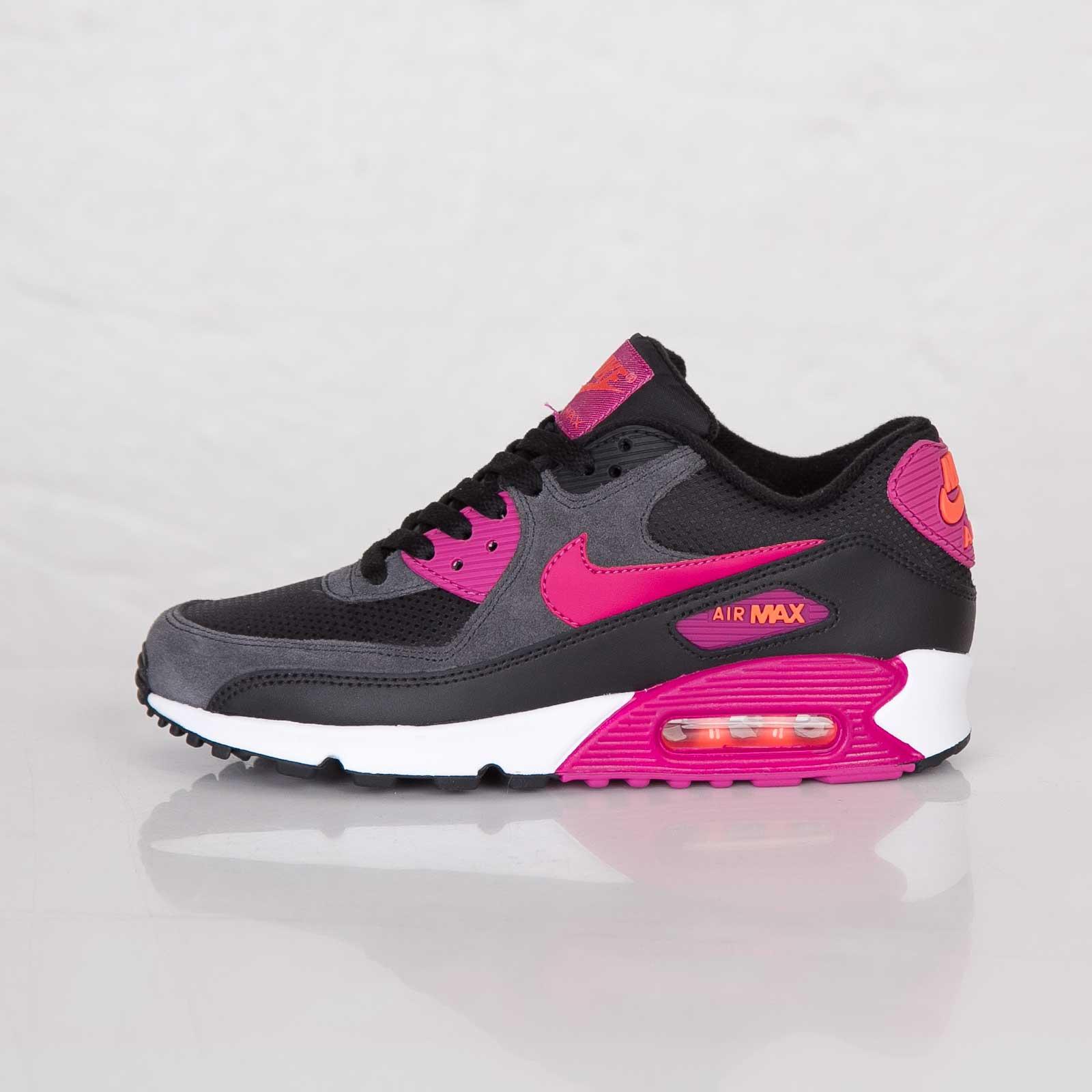 Nike Air Max 90 Essential Womens BlackBright MagentaTurf