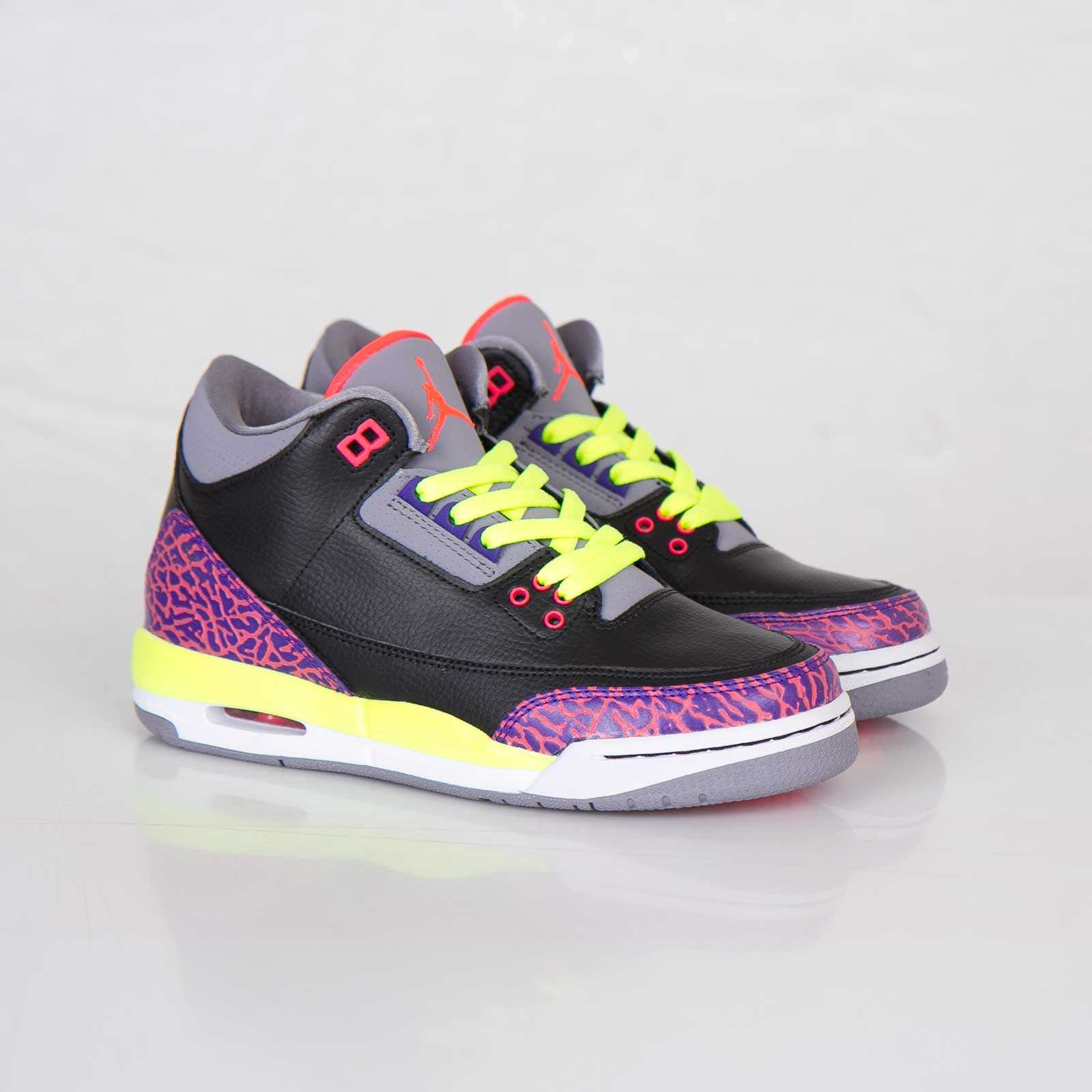 new product 88c1e 2de07 Jordan Brand Girls Air Jordan 3 Retro