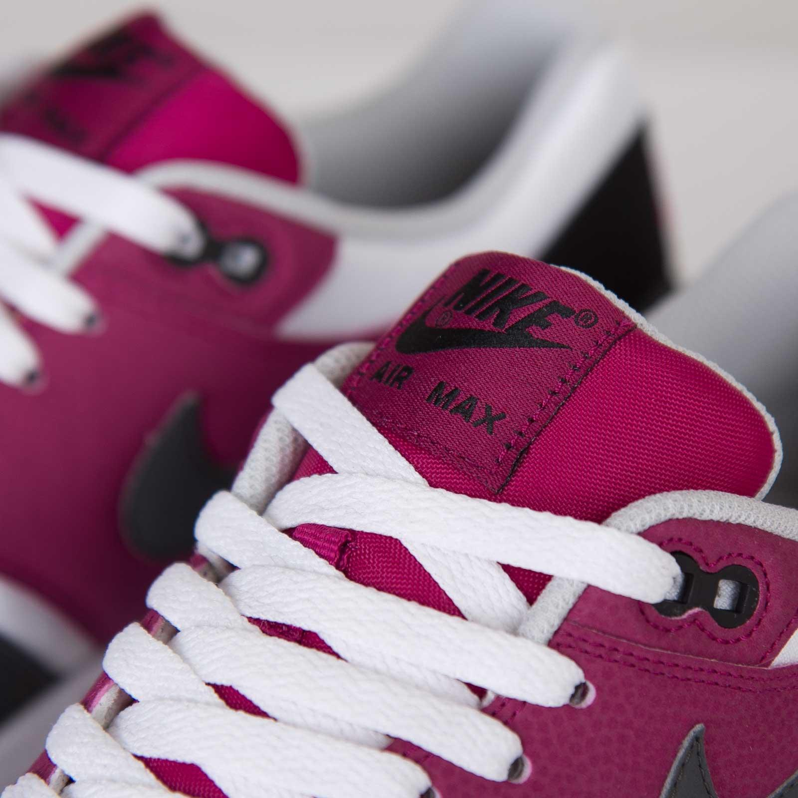 Nike Air Max 1 Essential 537383 105 Sneakersnstuff