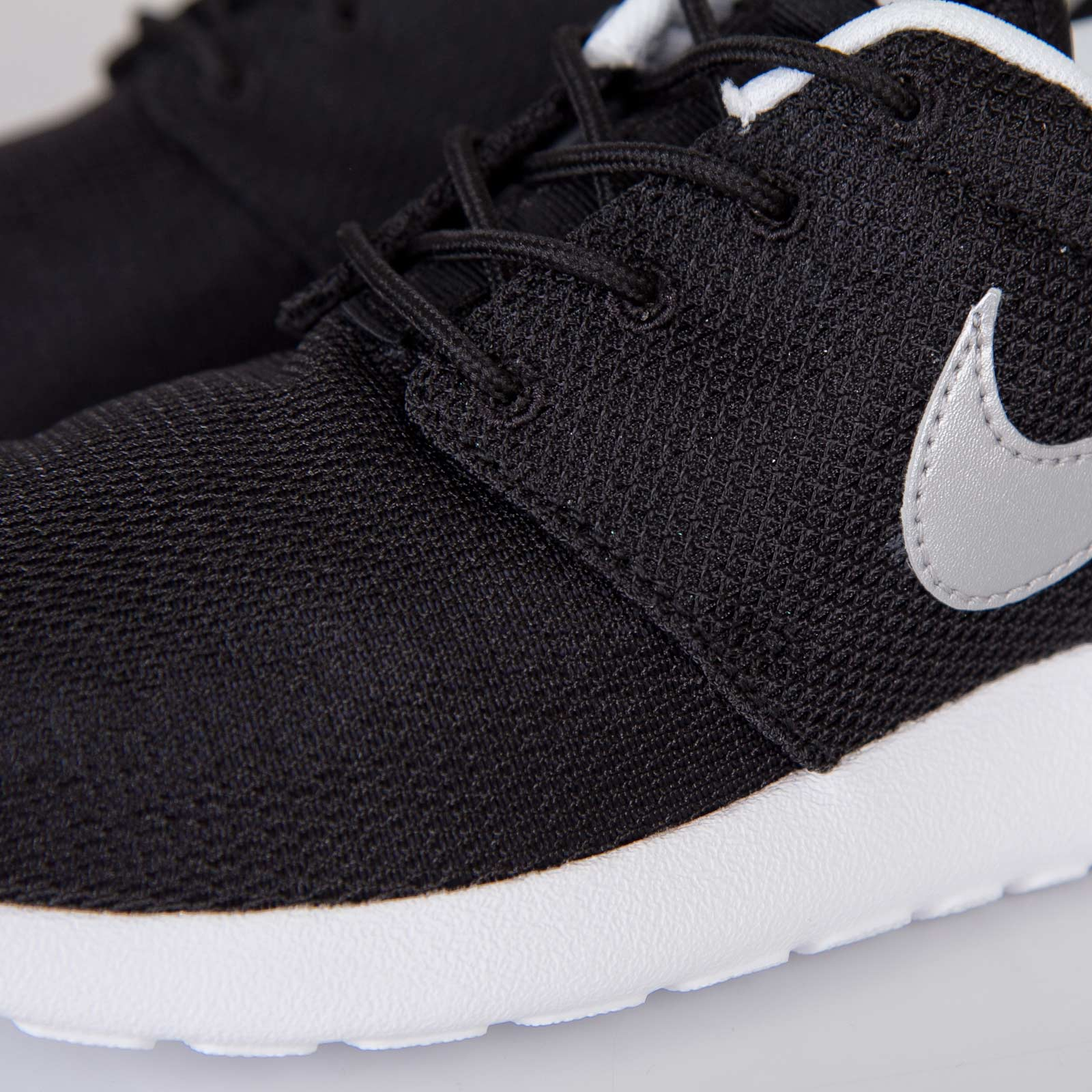 separation shoes b0c30 0fb03 Nike Roshe Run (GS) - 599728-007 - Sneakersnstuff   sneakers   streetwear  online since 1999