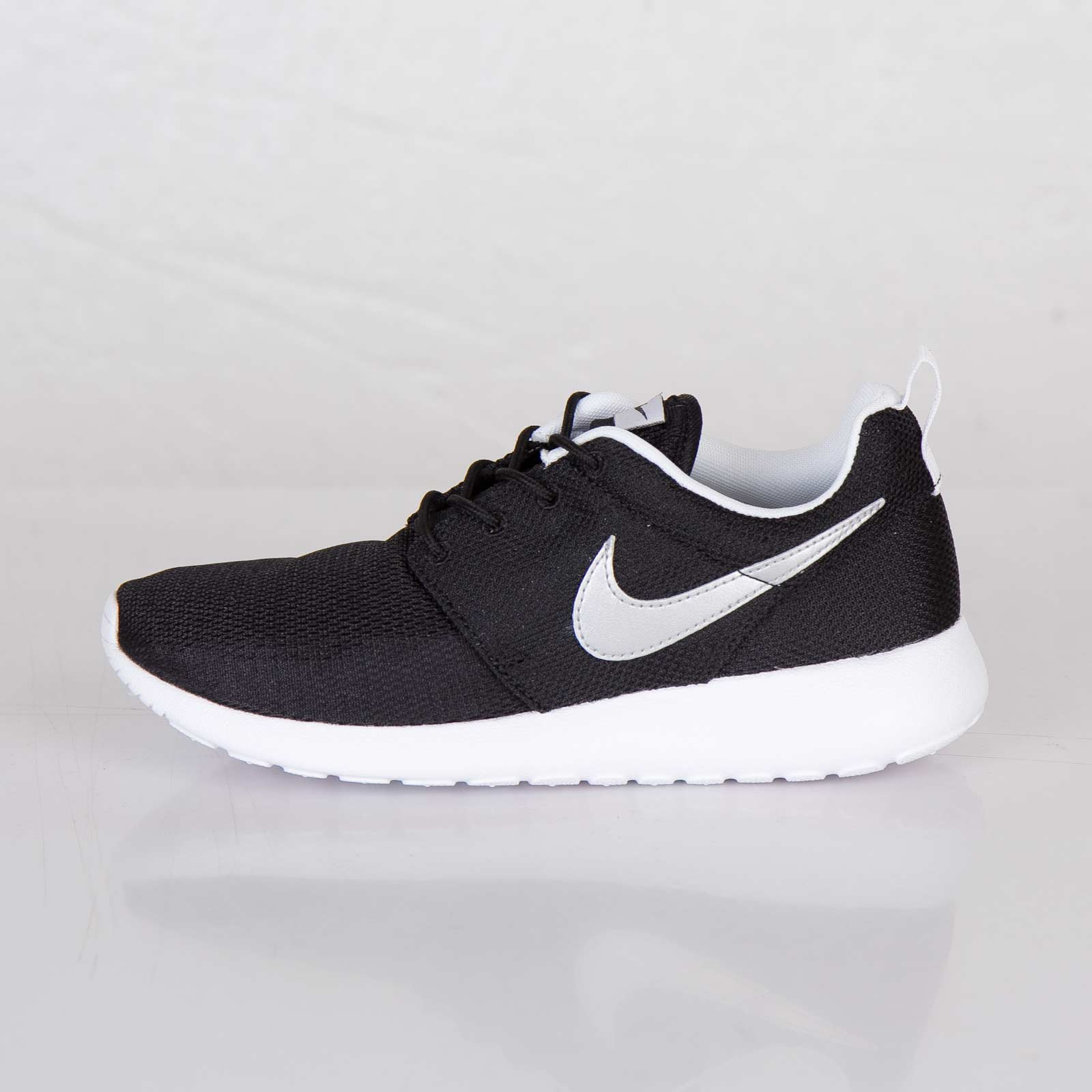 separation shoes c180b dbe8e Nike Roshe Run (GS) - 599728-007 - Sneakersnstuff   sneakers   streetwear  online since 1999
