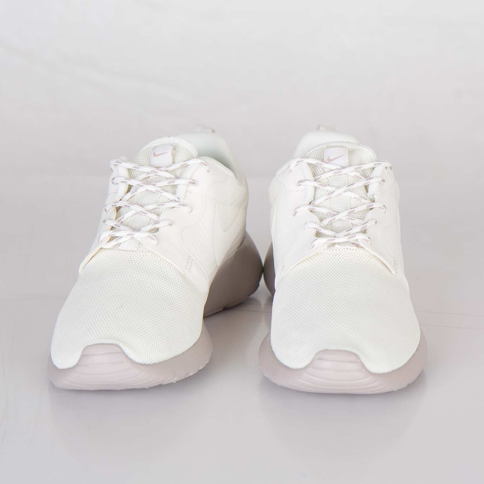 new products f76ae a239b Nike Wmns Roshe Run Hyperfuse - 642233-100 - Sneakersnstuff   sneakers    streetwear online since 1999