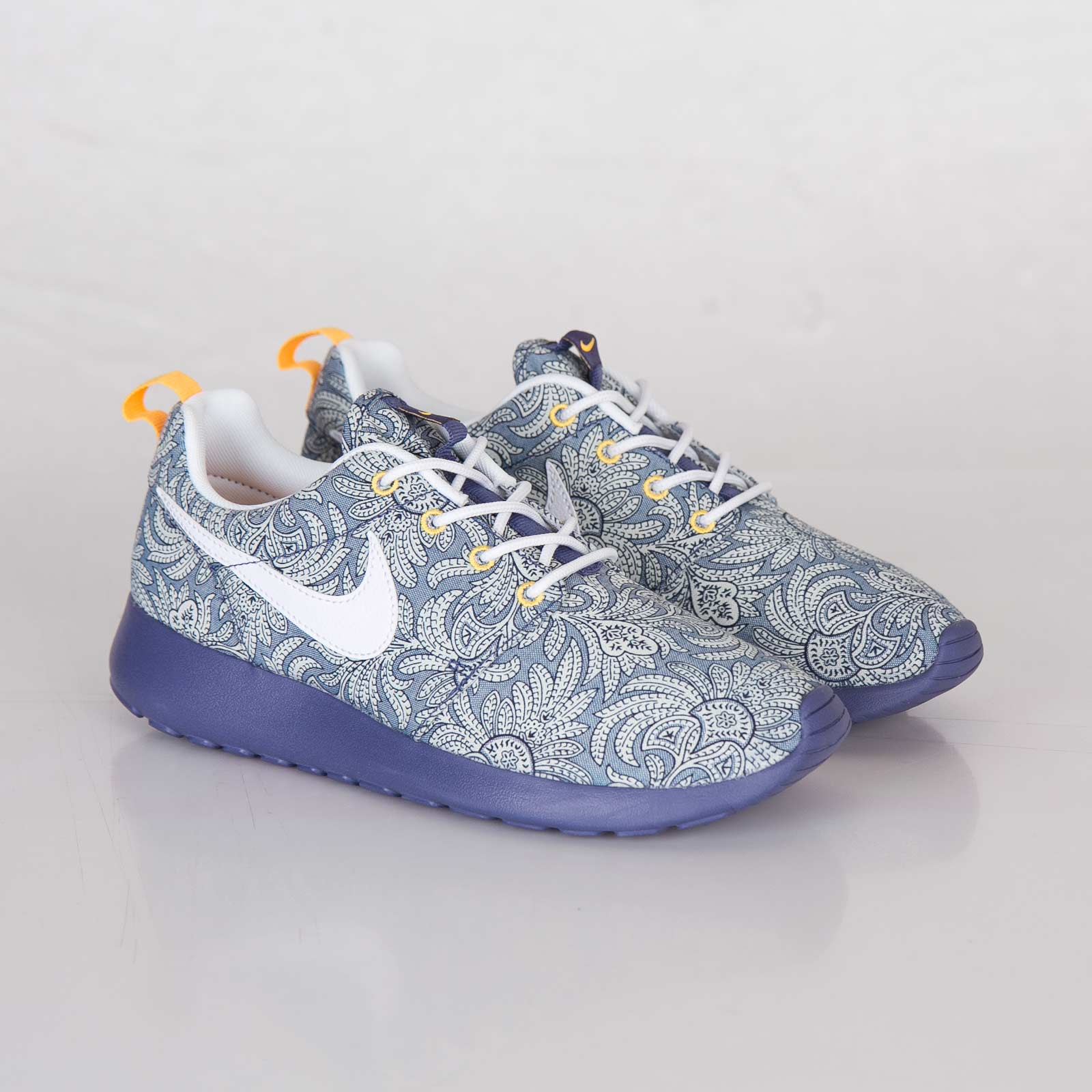 sports shoes f527c 021c7 Nike Wmns Roshe Run Liberty QS