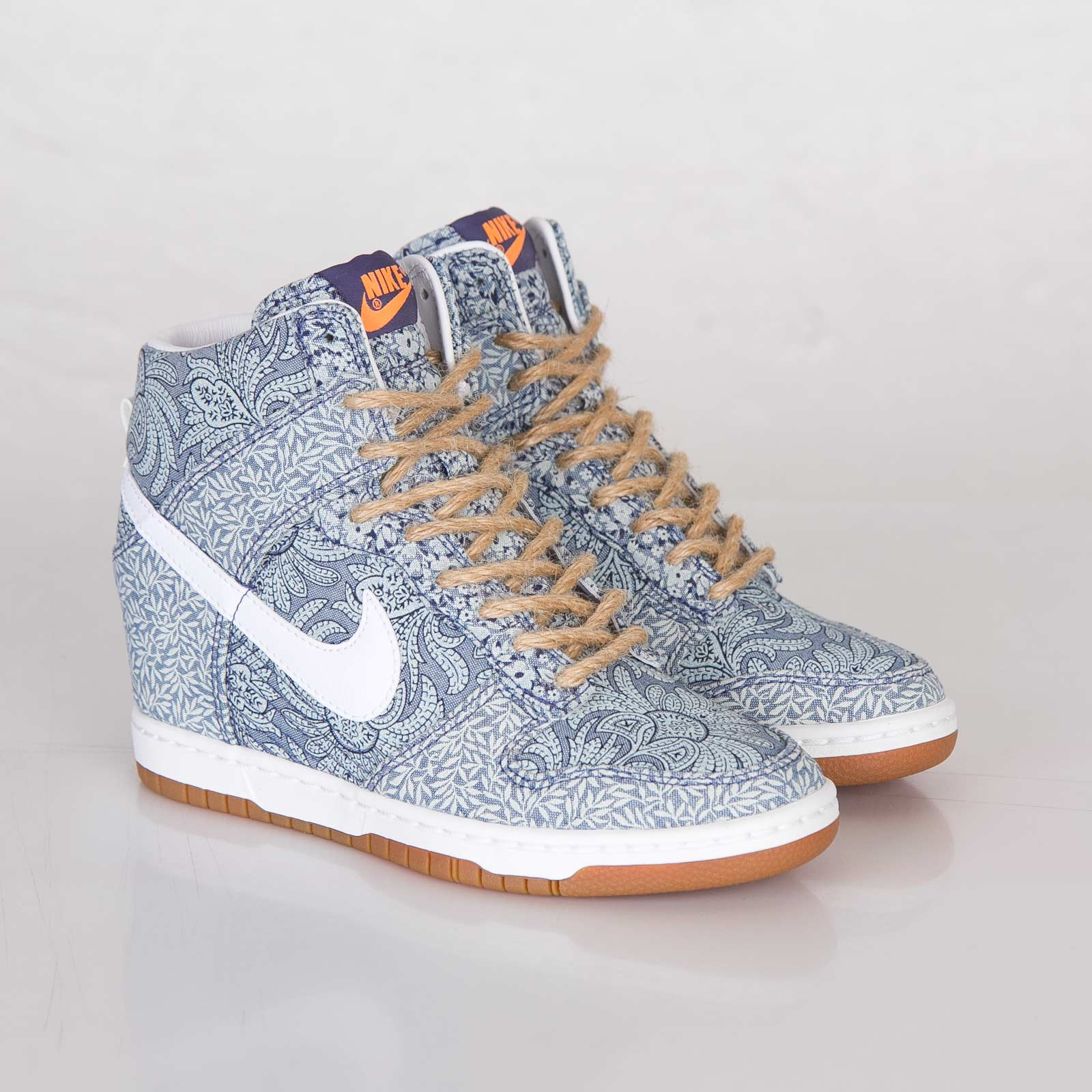purchase cheap a3c4f 0169e Nike Wmns Dunk Sky Hi Liberty QS