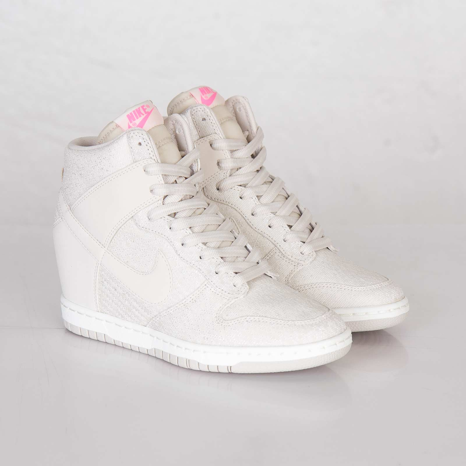 bbb7dbd085f ... wedge sneakers in tonal Nike Wmns Dunk Sky Hi Txt ...