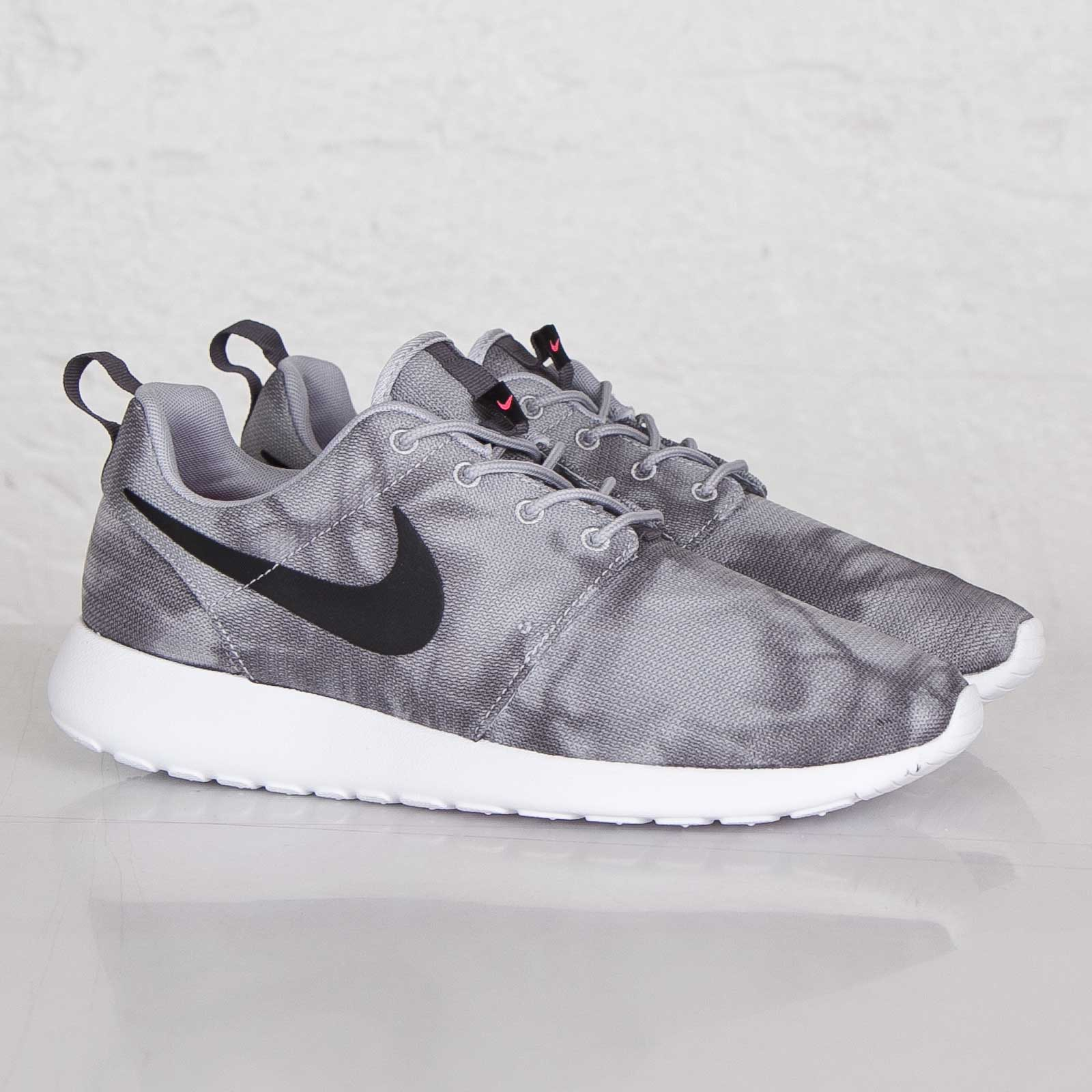 5609356a0f1 Nike Roshe Run Print - 655206-001 - Sneakersnstuff