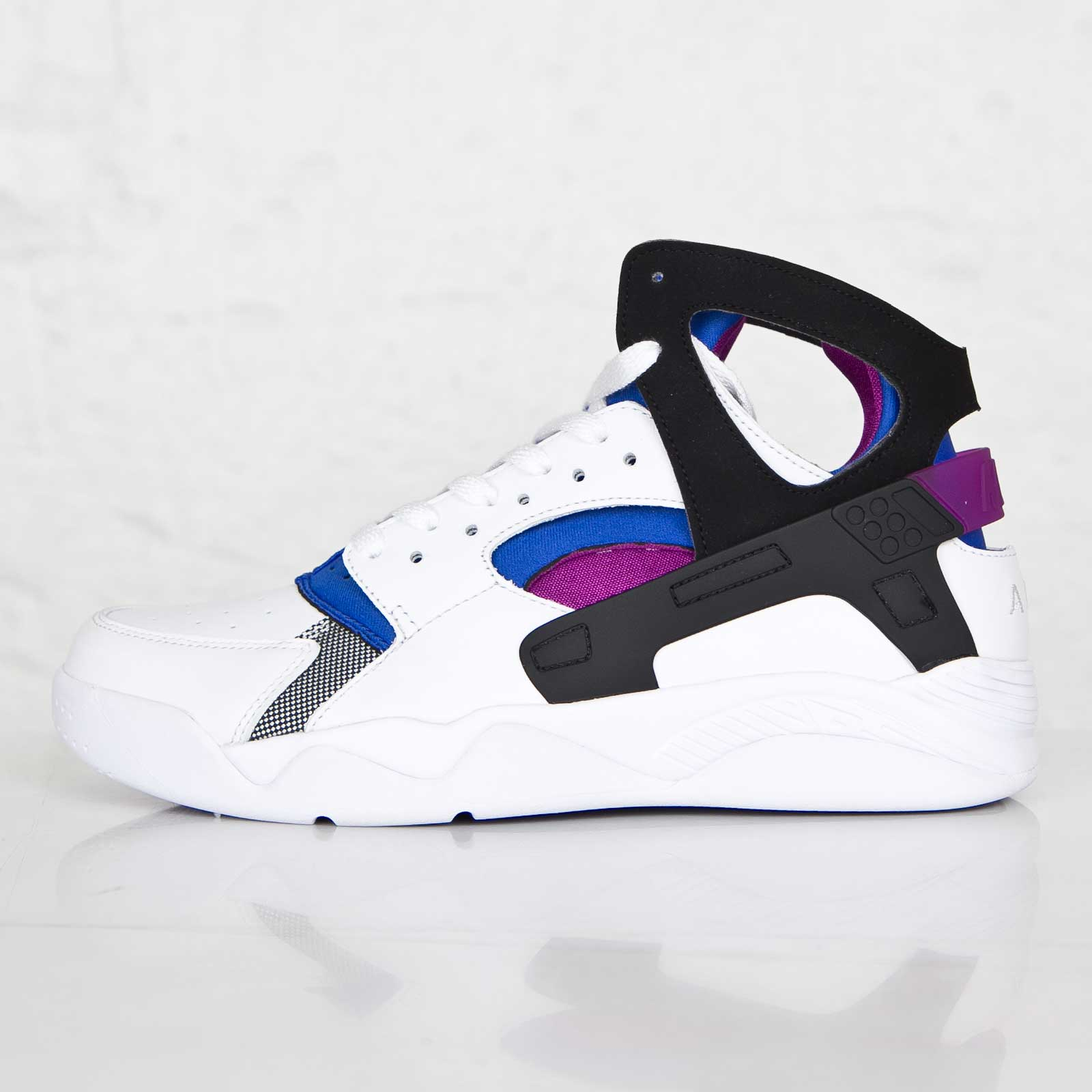 quality design 39d94 2814a Nike Air Flight Huarache Prm QS - 686203-100 - Sneakersnstuff   sneakers    streetwear online since 1999
