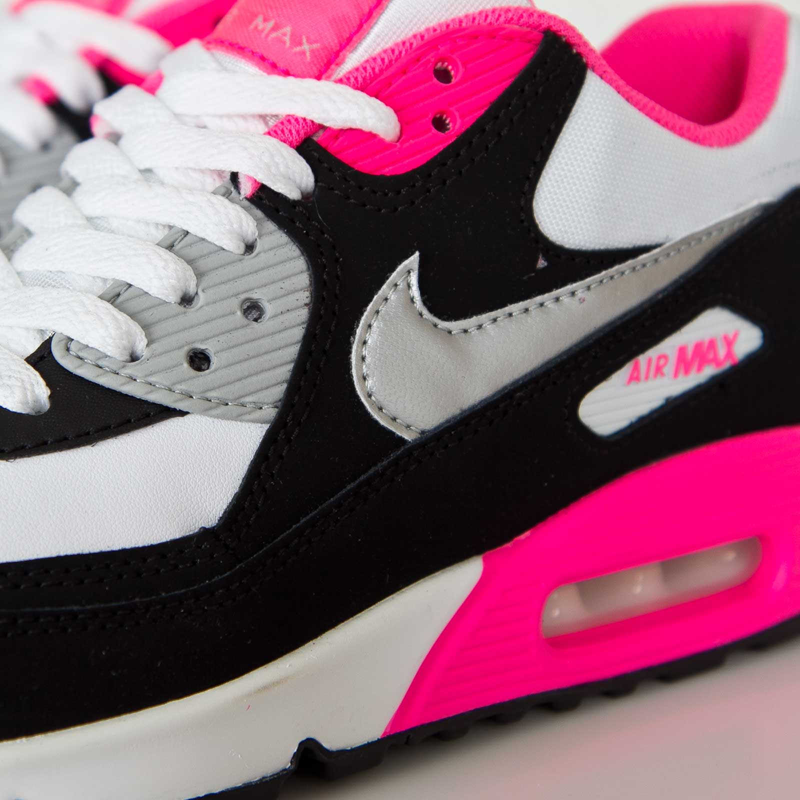 Nike Air Max 90 GS Nike Air Max 90 2007 GS in black and pink