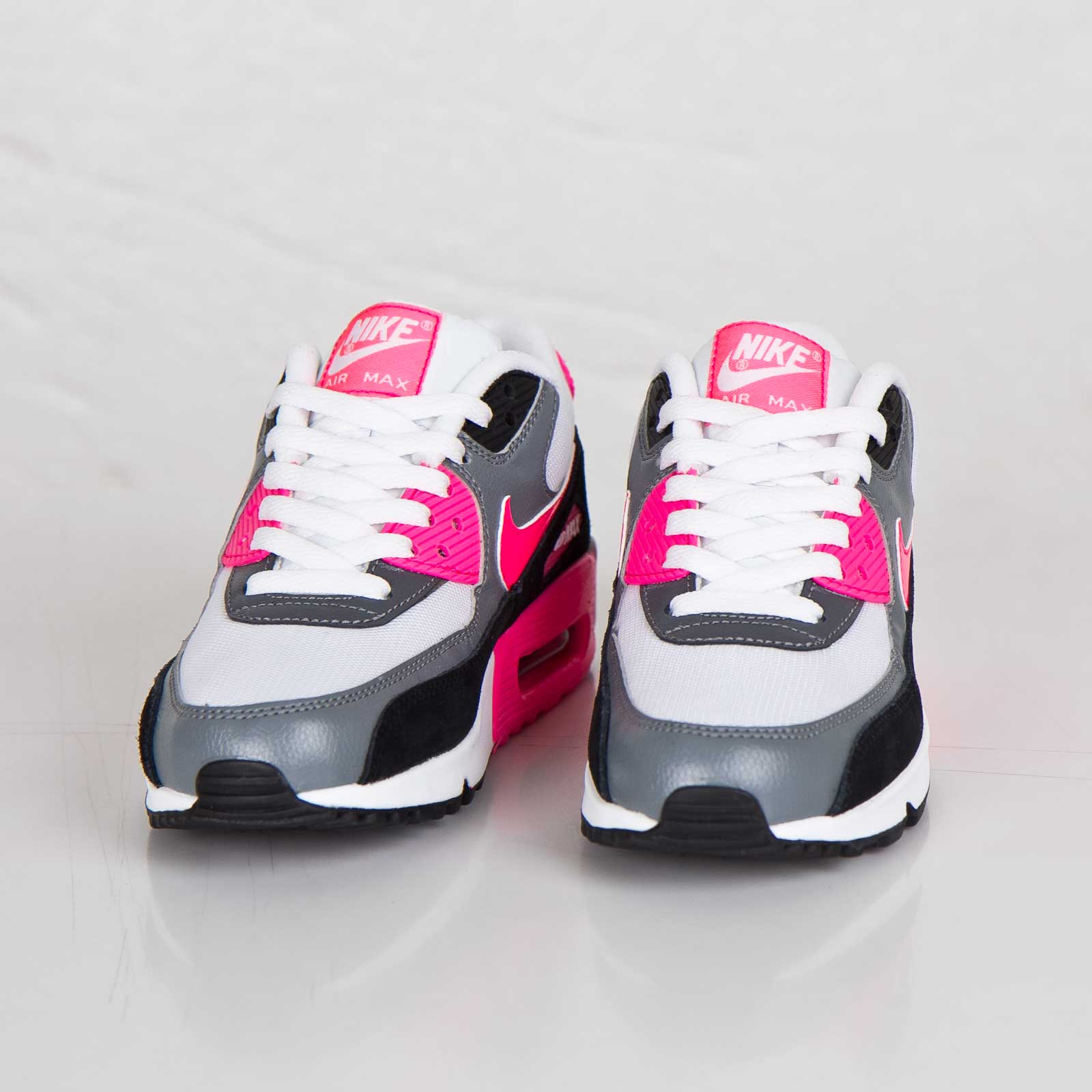 finest selection f0b5e b5412 Nike Wmns Air Max 90 Essential - 616730-101 - Sneakersnstuff   sneakers   streetwear  online since 1999